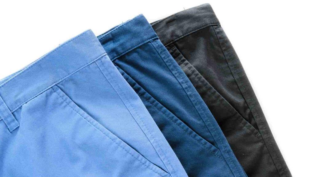 Verschiedene Stoffe für Chino-Hosen.
