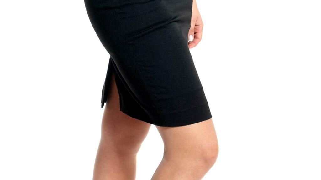 Schwarzes, schlichtes Etui-Kleid.