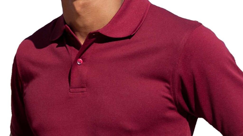 Rotes Poloshirt für Herren.